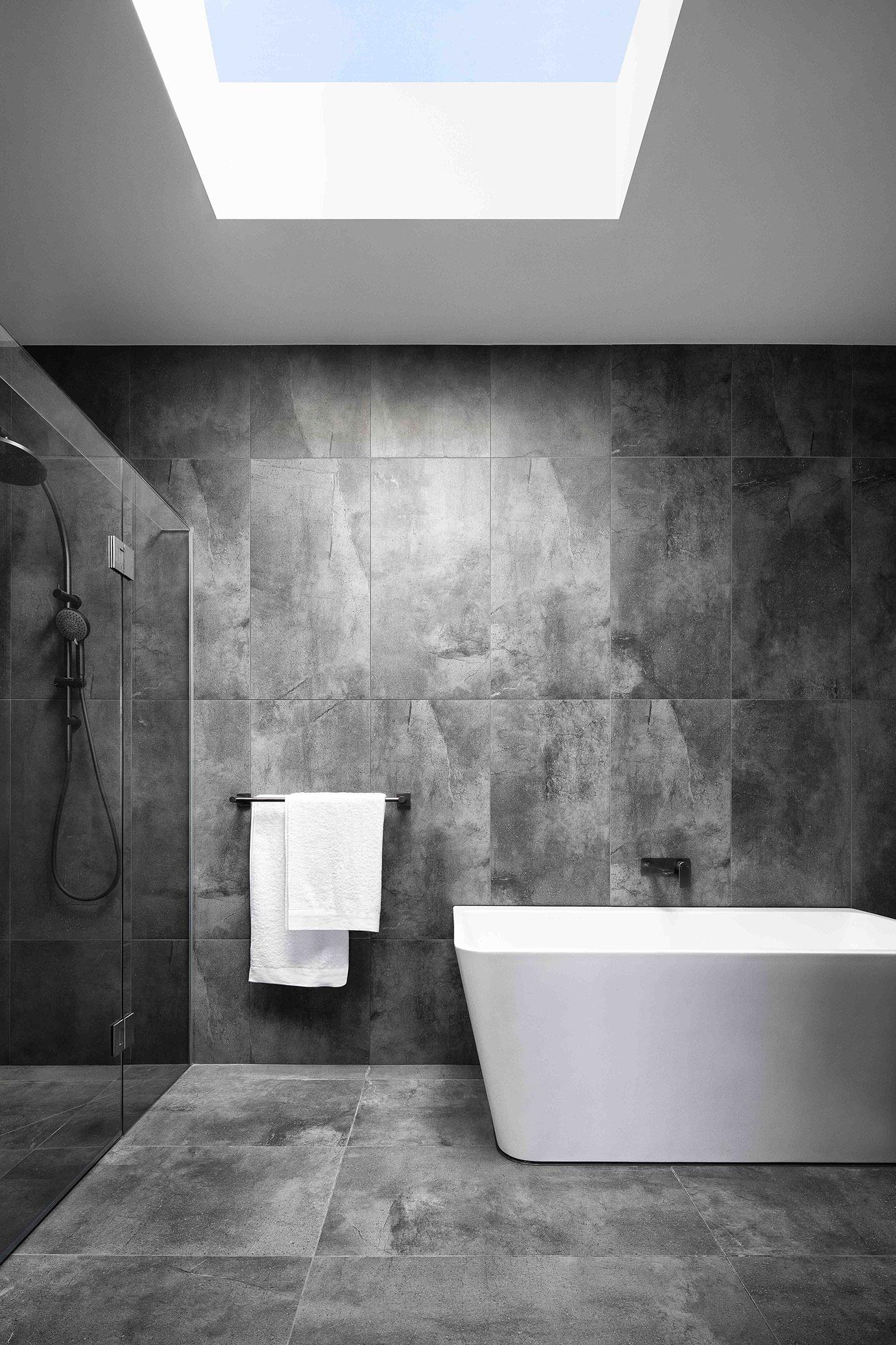 c.kairouz.architects-thornbury-townhouses-interior-bathroom-skylight