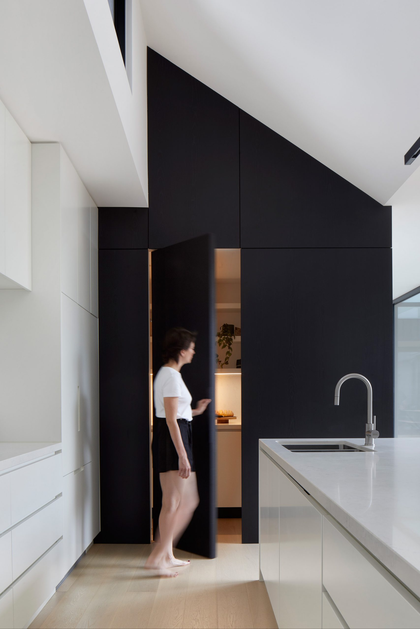 u-house-thornbury-pantry-person-closing-ckarch-low-res