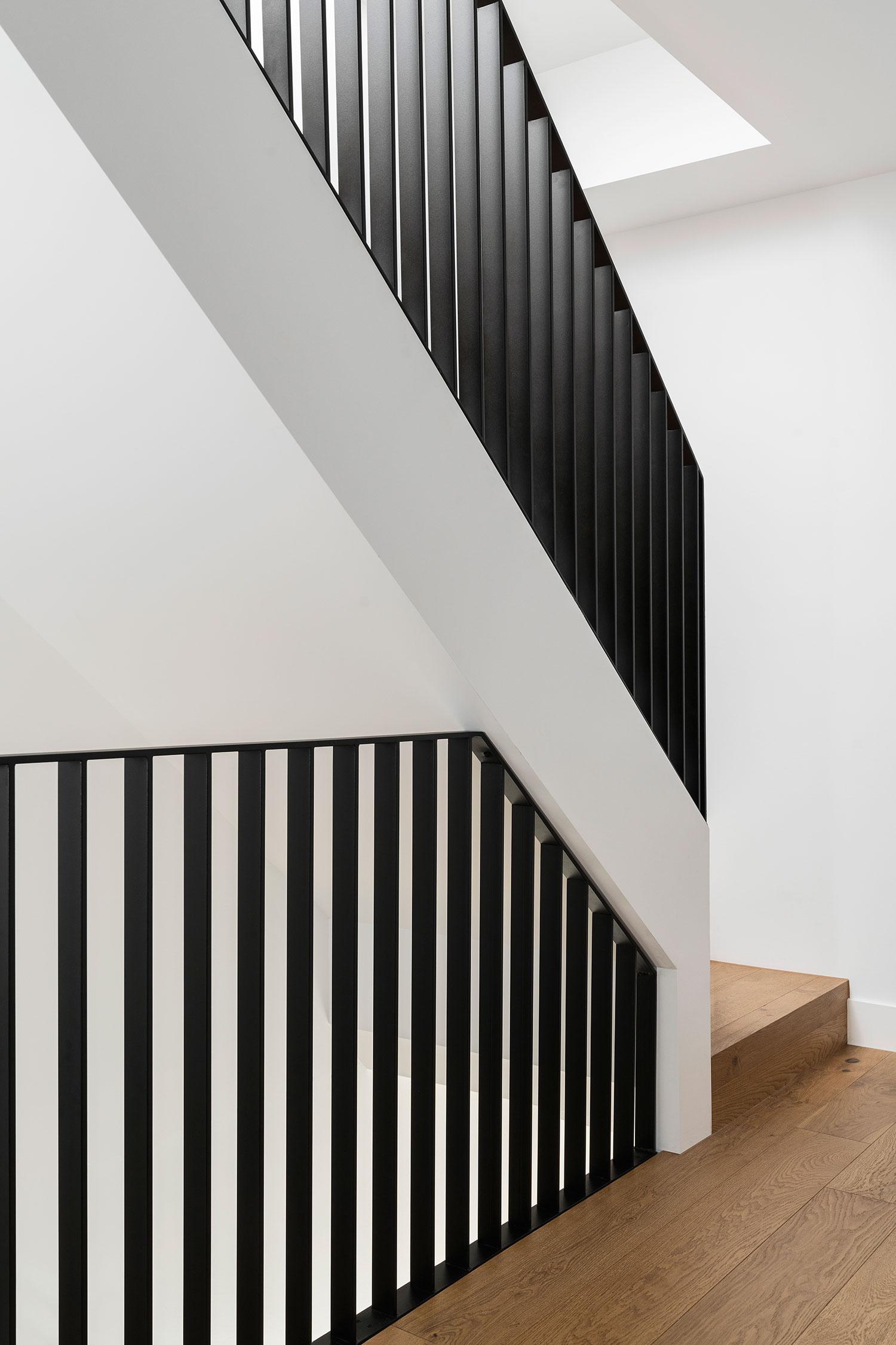 osborne-townhouse-interior-design-staircase-railing-ckariouz-architects2
