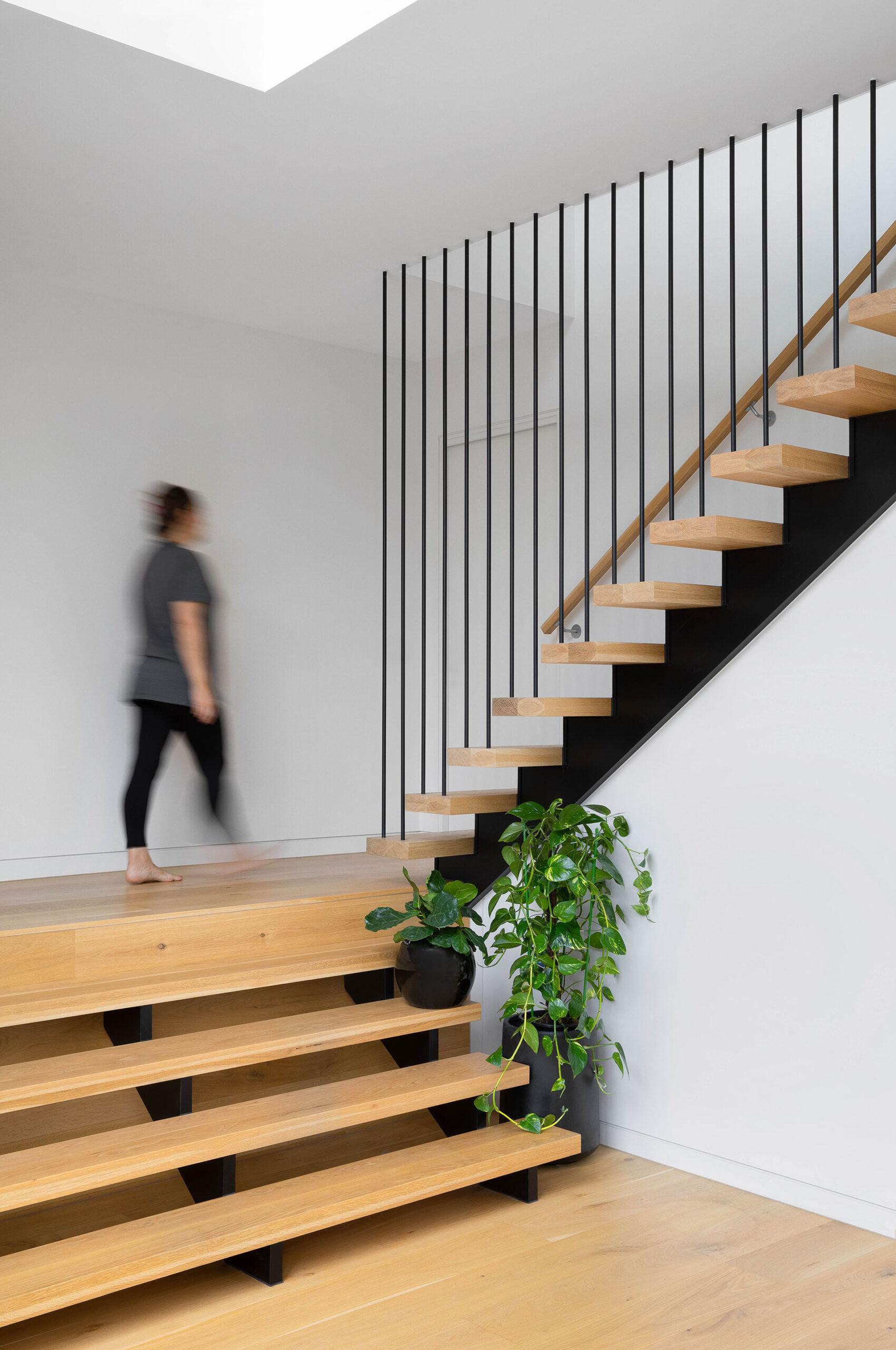 northcote-house-staircase-person-walking-ckairouz-architects